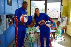 """Harlem Globetrotters Buckets Blakes and Briana """"Hoops"""" Green with pediatric patient"""